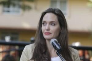 Angelina Jolie apoya a niñas refugiadas en Kenia víctimas de violencia sexual