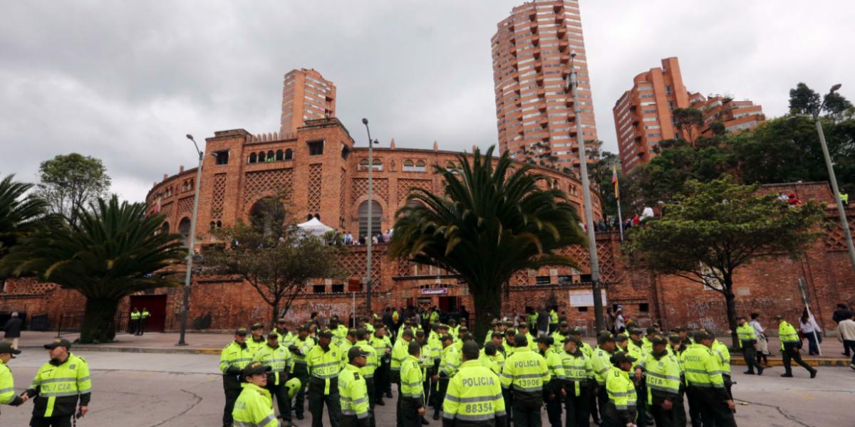 Más control a la Policía de Bogotá: agentes llevarán cámaras corporales