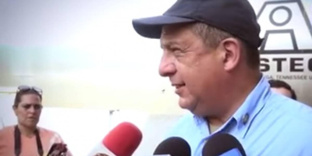 VIDEO. Presidente de Costa Rica se traga una avispa en plena entrevista en vivo