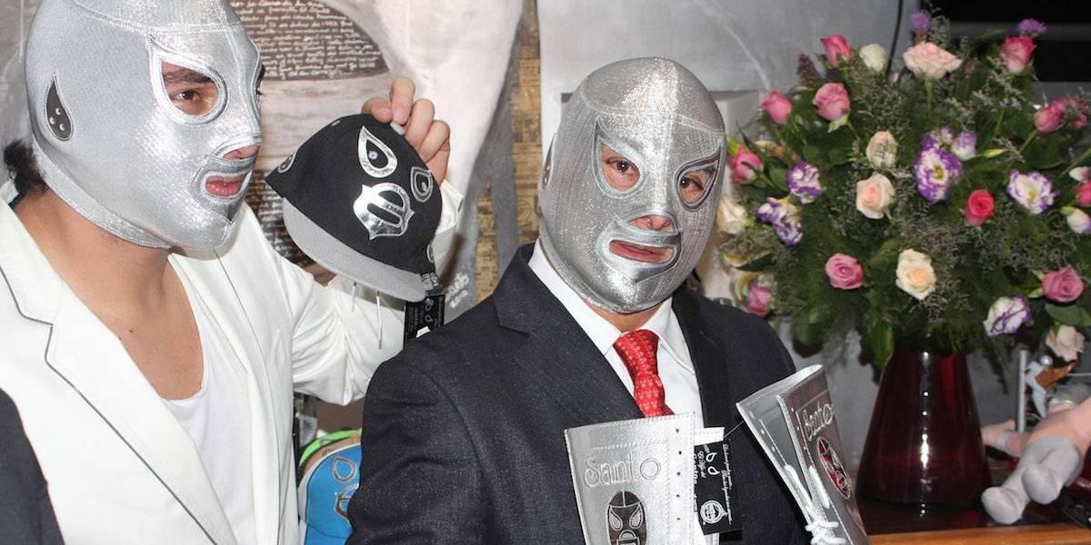 Lucha libre mexicana colapsa Inglaterra con la leyenda de 'El Santo'