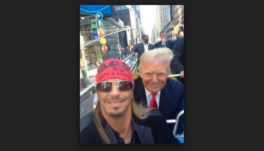 Se trata de una fotografía que se tomó Bret Michaels, integrante de Poison, con el ahora presidente de EU Foto: Especial