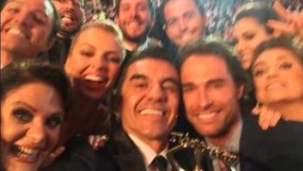 En México, artistas de telenovela quisieron imitar la emblemática selfie de los premios Oscar Foto: Especial