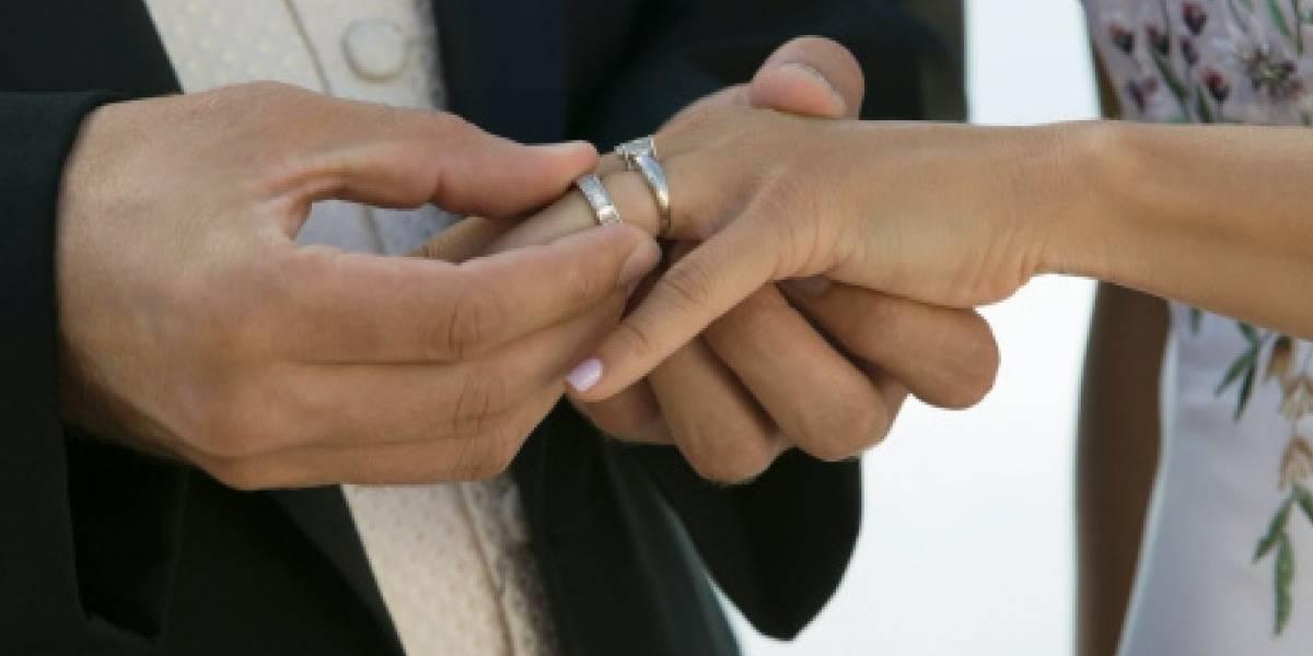 Joven cumple su último deseo: casarse con su novia de la escuela