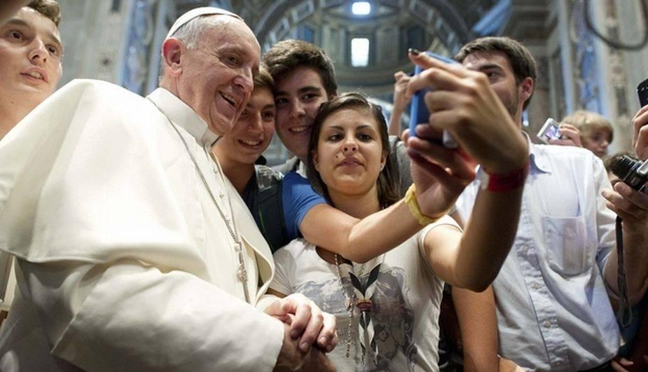El pontífice entro a la moda de las selfies Foto: Especial