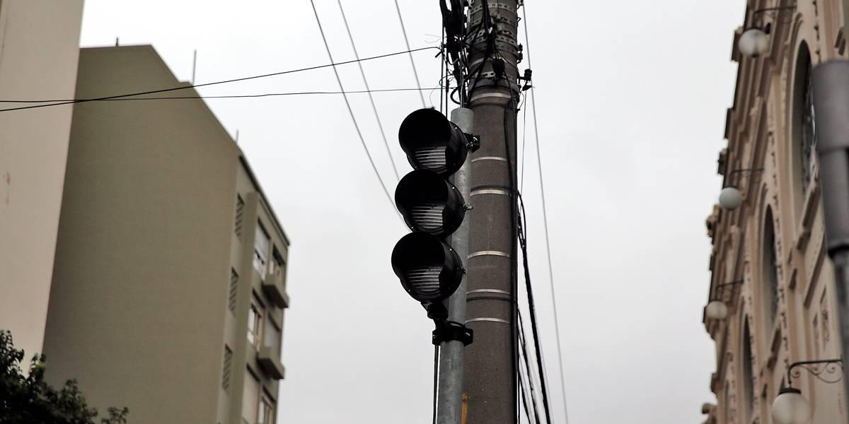 Temporal em SP deixa 55 semáforos apagados ou no amarelo piscante