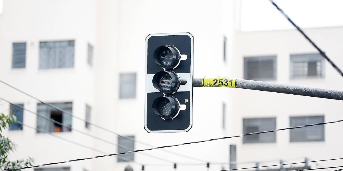 Após forte chuva, SP amanhece com semáforos apagados e transtornos no trânsito