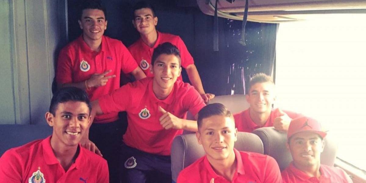 Chivas se va a Cancún con 10 novatos de fuerzas básicas