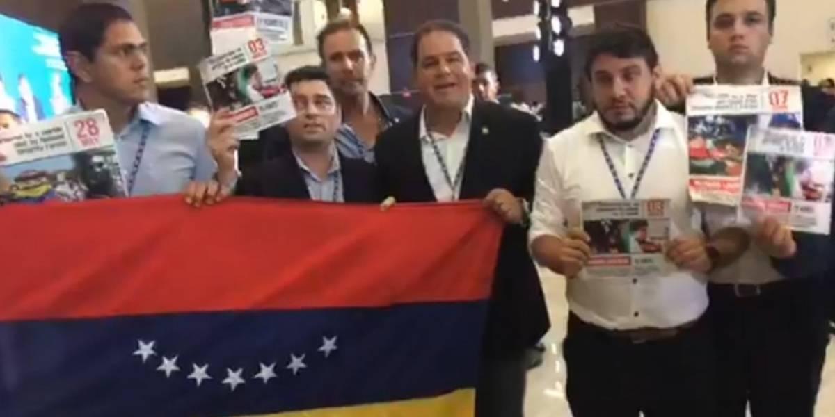 Opositores a Nicolás Maduro irrumpen en Asamblea de la OEA