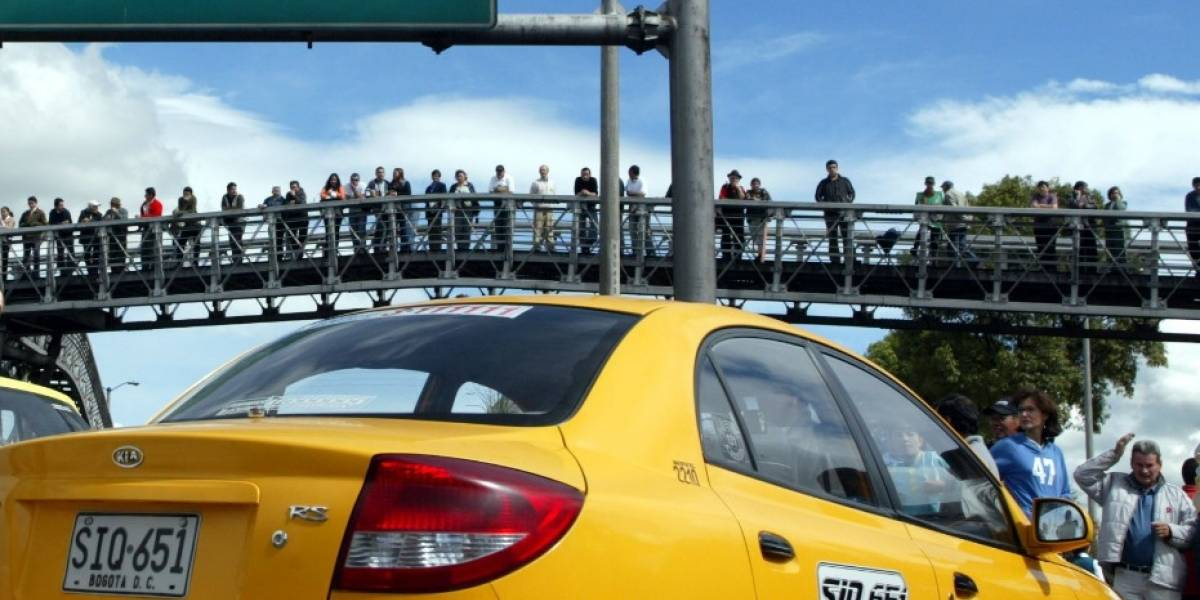 Dos adultos mayores roban a una taxista en Bogotá