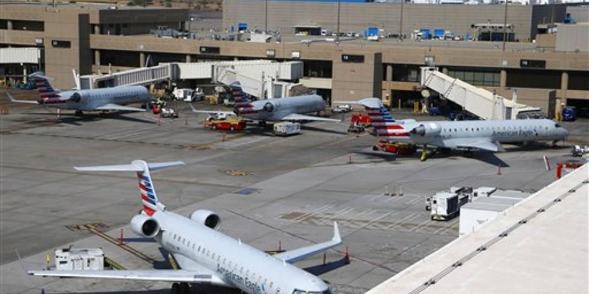 Apuñalan a policía en aeropuerto de Michigan