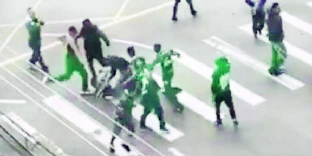 VIDEO: Aficionado muere tras tremenda golpiza de los seguidores rivales