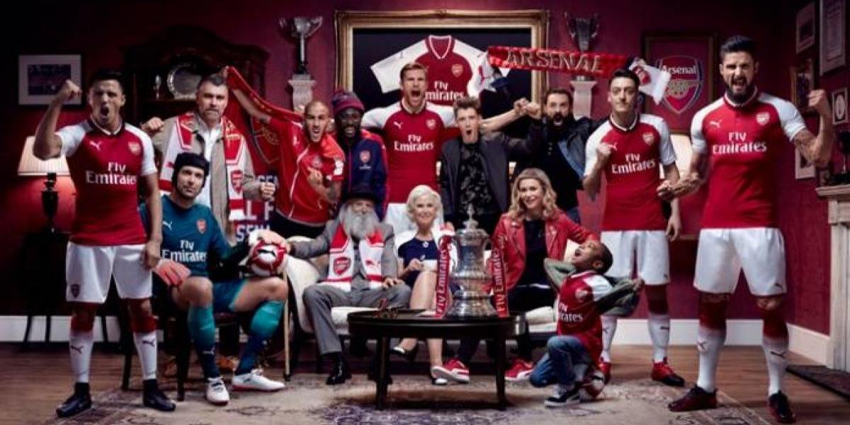 Alexis es protagonista a la distancia en la presentación de la nueva camiseta del Arsenal