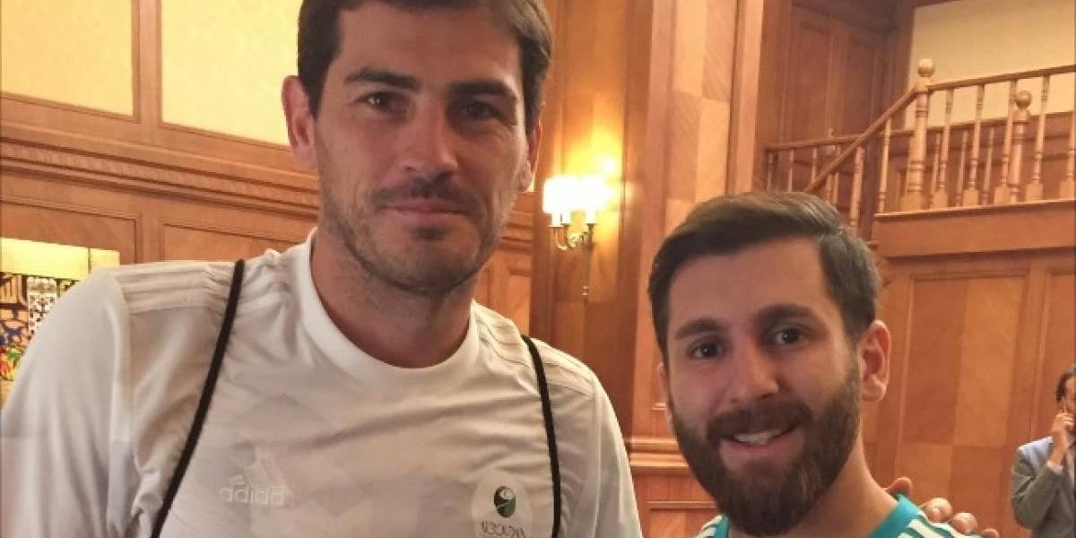 "VIDEO. Iker Casillas posa con ""Messi"" y así se burla MisterChip"