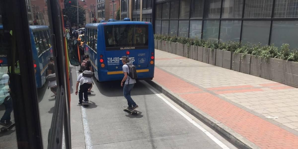 Protesta de skaters en la Carrera Séptima