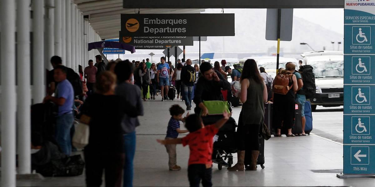 Tráfico aéreo internacional casi iguala al doméstico entre enero y mayo de 2017