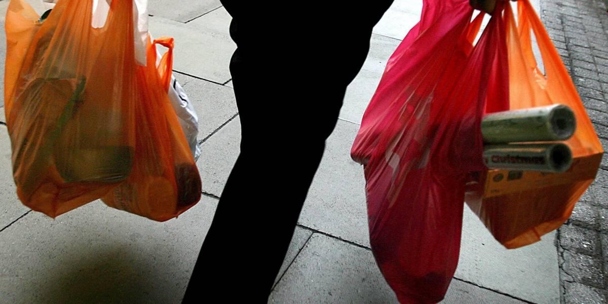 ¿Quiere bolsas plásticas para el mercado? Muy pronto tendrá que pagar por ellas