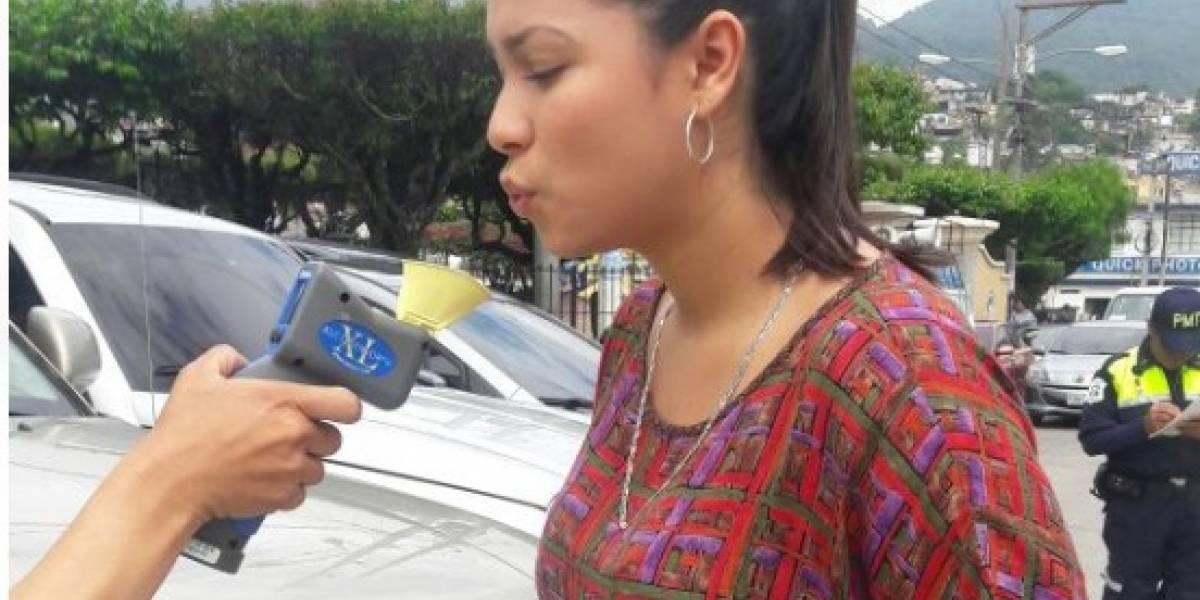 Si bebes no manejes y tampoco transites por Mixco