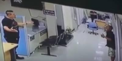 Ataca comisaría y recibe en respuesta un abrazo