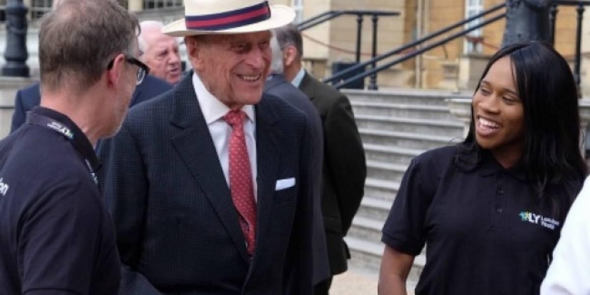 Príncipe Felipe abandona el hospital luego de infección