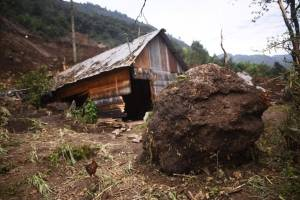 Limpian rastros de alud en Huehuetenango