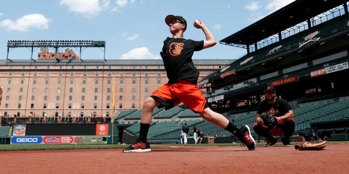 Luke Terry, joven beisbolista sin un brazo que es fanático de los Orioles