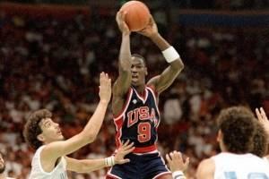 Jersey que usó Jordan en JO de Los Ángeles 84 se vendió en más de 200 mil dls.