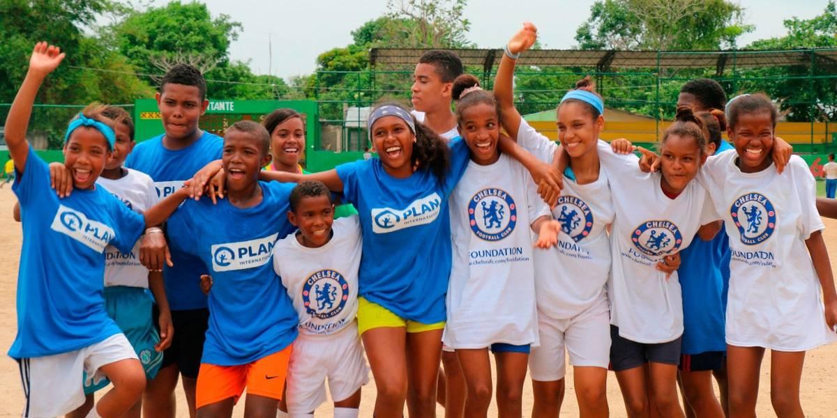 El Chelsea F.C. visita a jóvenes cartageneros
