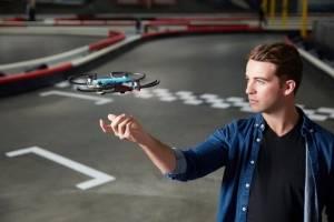Spark, el drone que puedes controlar con gestos de tu mano