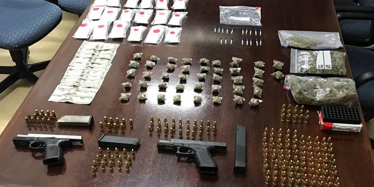 Arrestan dos individuos por delitos de ley de armas en Aguas Buenas