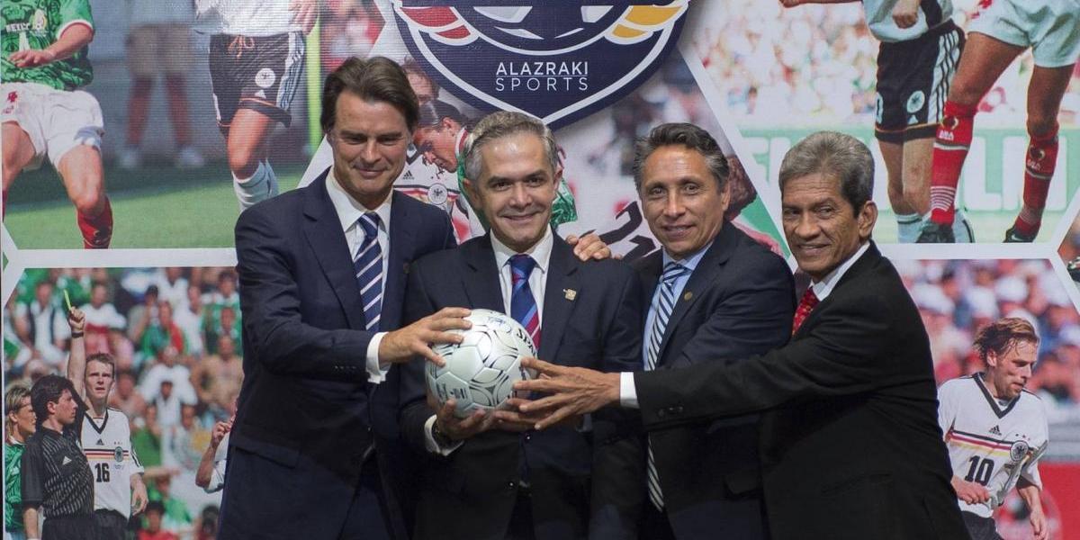 México y Alemania presentan duelo de leyendas en el Zócalo