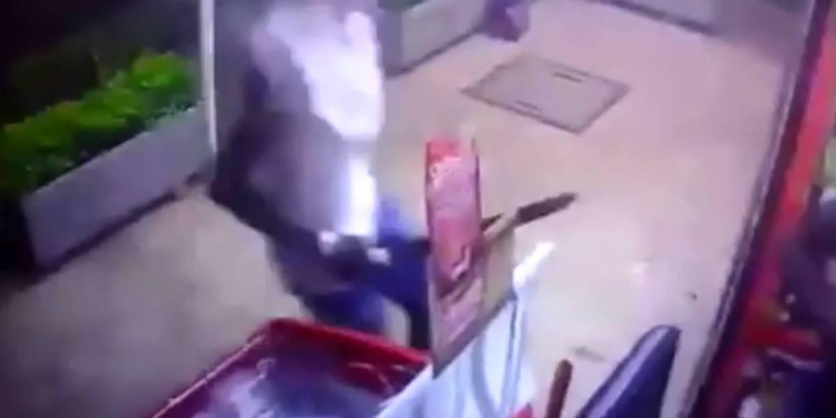 Video: armados con machetes, seis delincuentes atracaron negocio en Cali