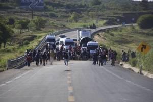 Después de 3 horas de bloqueo, manifestantes liberan la México-Oaxaca