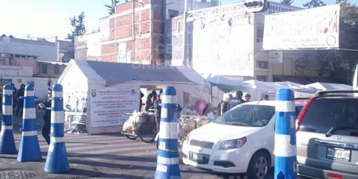 Manifestantes mantienen cerrada la circulación en Bucareli