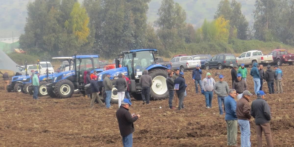 New Holland capacita a agricultores de Pelequén