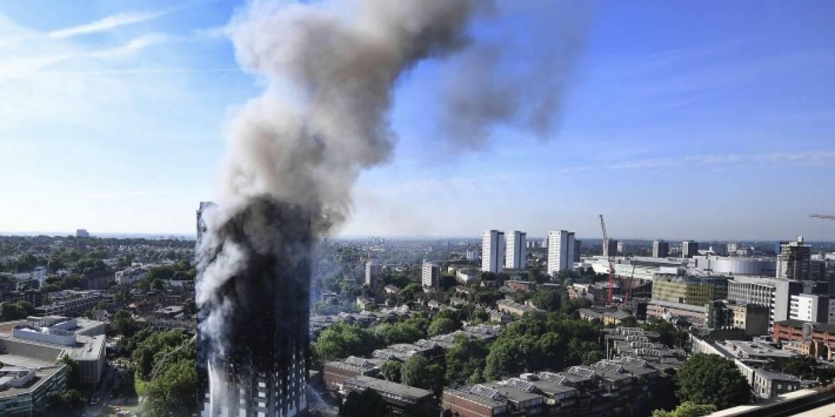 Analiza policía presentar cargos de homicidio por incendio en Londres