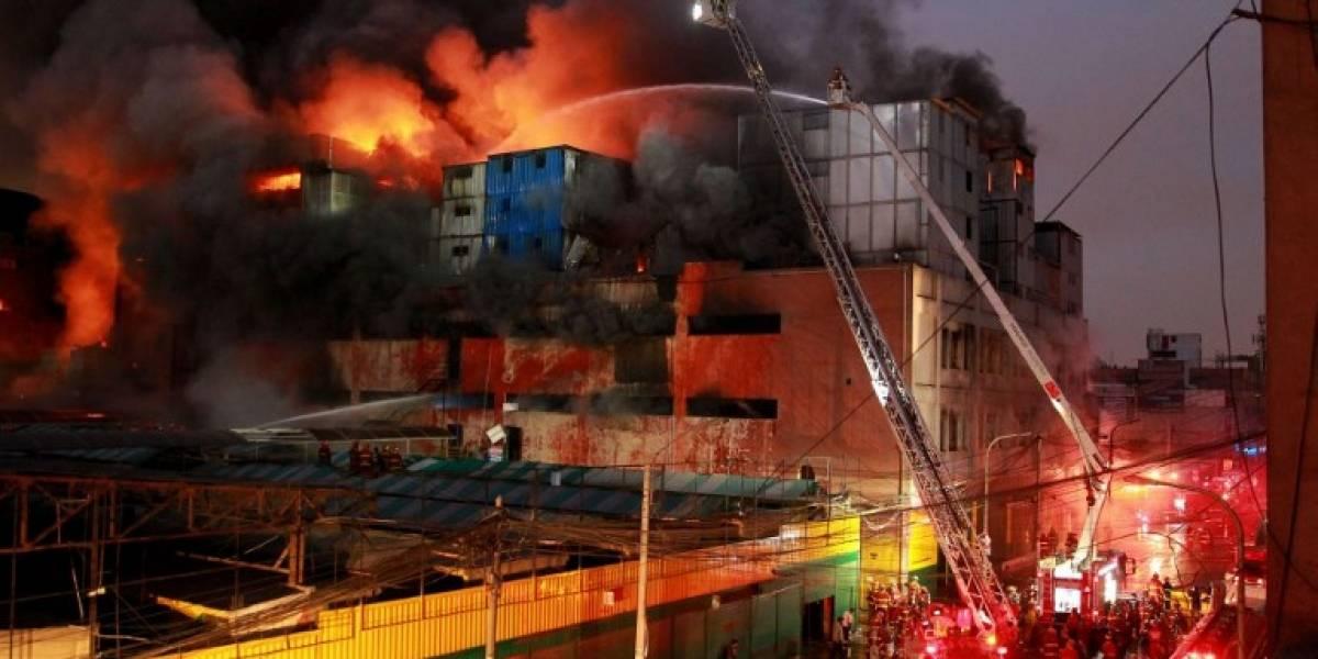 Voraz incendio en centro comercial de Lima: condena por cuatro trabajadores que fueron encerrados entre las llamas
