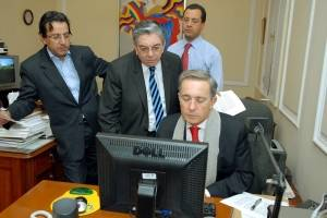 Acusan a exfuncionarios de Uribe por plan para desprestigiar a la Corte Suprema
