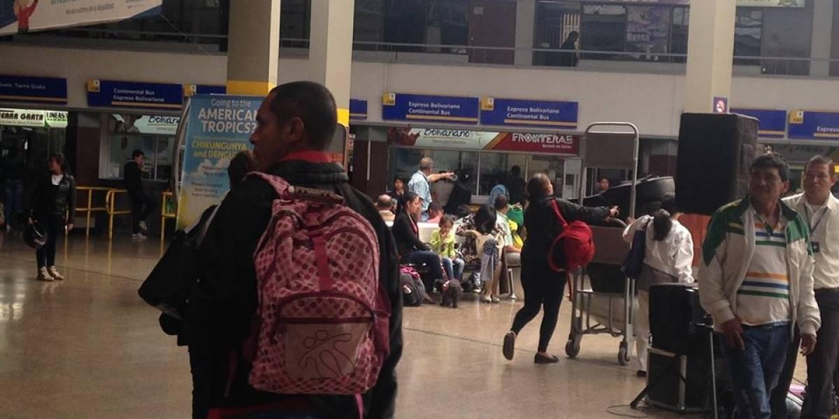 Venezolanos denuncian desalojo de terminal de autobuses en Bogotá