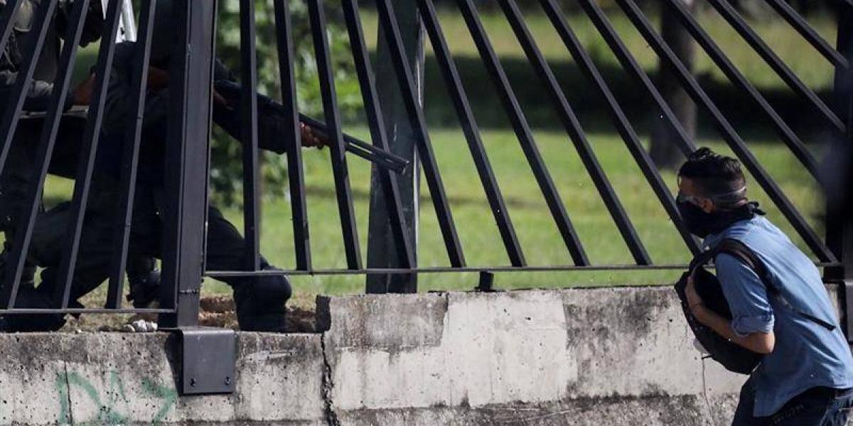 La mortal Constituyente de Maduro, en disturbios militar de Venezuela asesina con un disparo a joven opositor de 22 años