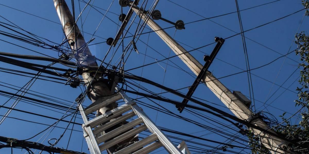 Muere menor al agarrar cables de luz en Nuevo León