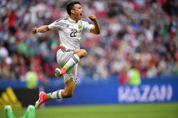 Hirving Lozano celebrando el gol del triunfo mexicano ante Rusia / AFP