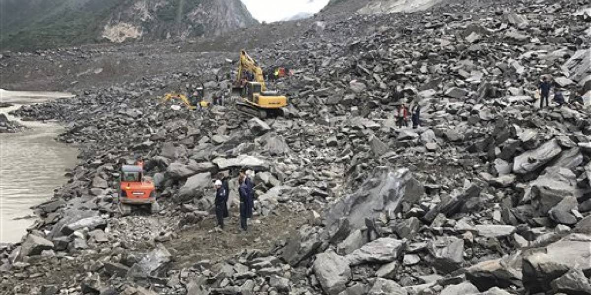 Un centenar de personas quedan atrapadas por un deslizamiento de tierra en China