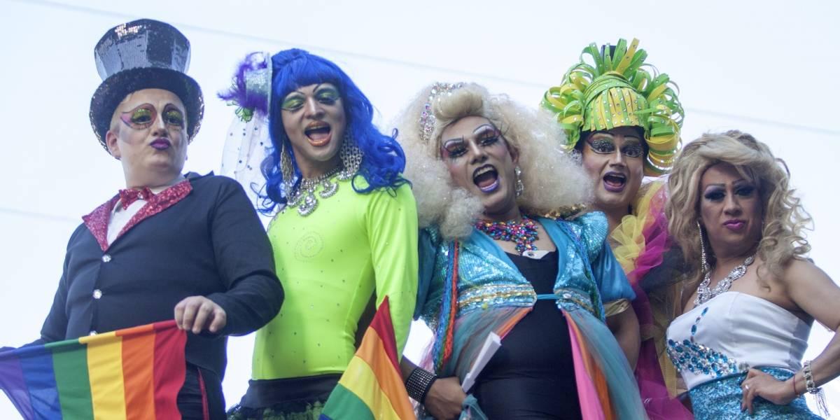 Cerrada vialidad en Plaza de la Constitución por marcha del orgullo gay
