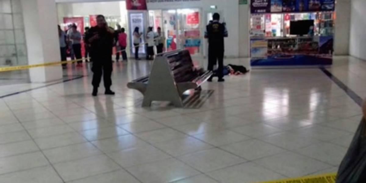 Hombre le corta el cuello a su ex pareja en centro comercial