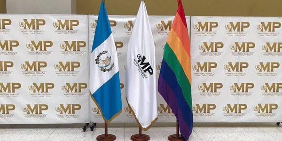 """Alianza Evangélica """"reprueba"""" que el MP haya colocado bandera de la diversidad sexual"""