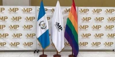 Bandera LGTBI en el MP