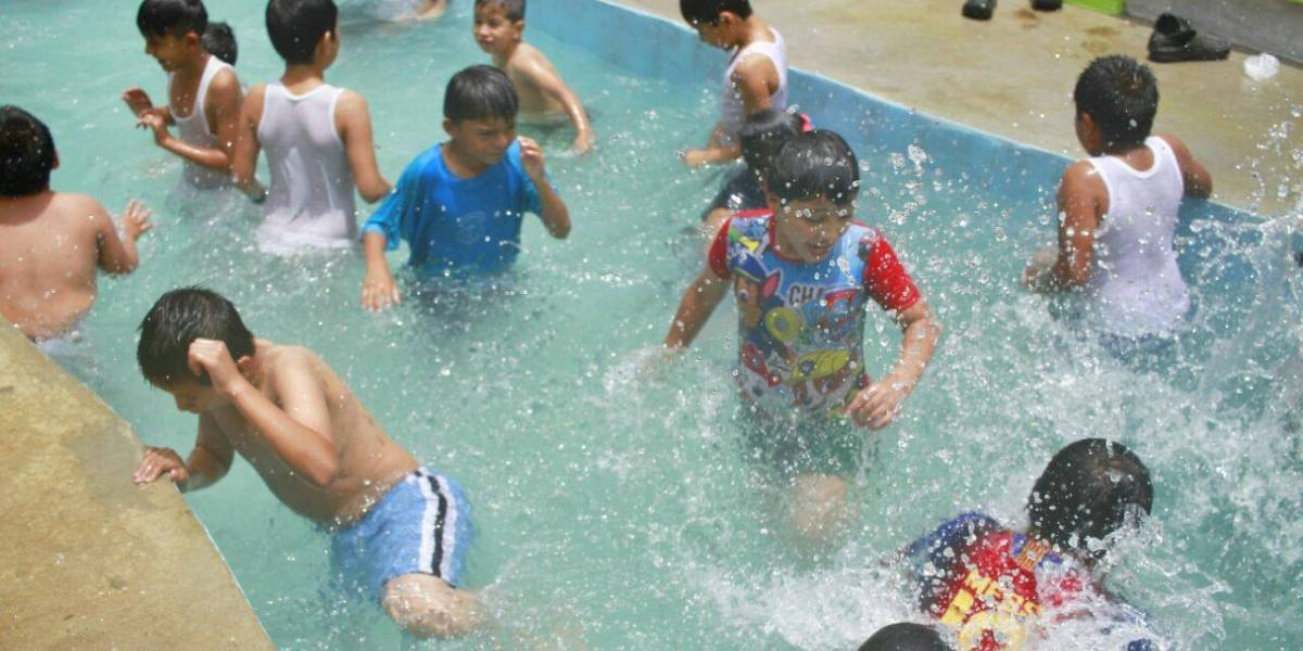 Neto Bran inaugura parque con piscina en Mixco
