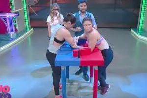 VIDEO: Mujer se rompe el brazo en concurso de vencidas