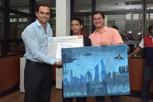 Municipio premió a joven artista que destacó en concurso de pintura
