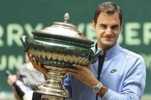 Roger Federer celebra noveno triunfo en el Abierto de Halle